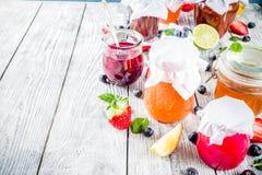 Asortyment jagody i owoc d?emy zdjęcie royalty free
