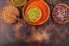 Asortyment Legumes soczewicy, grochy, Mung, chickpeas i różne fasole -, zdjęcia royalty free
