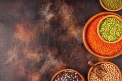 Asortyment Legumes soczewicy, grochy, Mung, chickpeas i r??ne fasole -, zdjęcie stock