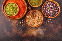 Asortyment Legumes soczewicy, grochy, Mung, chickpeas i r??ne fasole -, zdjęcie royalty free