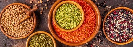 Asortyment Legumes soczewicy, grochy, Mung, chickpeas i r??ne fasole -, obrazy stock
