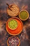 Asortyment Legumes soczewicy, grochy, Mung, chickpeas i r??ne fasole -, fotografia royalty free