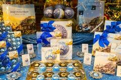 Asortyment Mozart cukierków tradycyjny sklep w Salzburg Zdjęcia Royalty Free