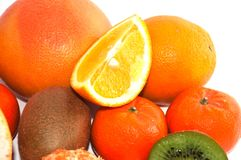 Asortyment pokrojona egzotyczna owoc zamknięta w górę białego tła dalej Kiwi i mandarynu pomarańcze plasterki zdjęcia stock