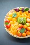Asortyment słodcy tajlandzcy desery na czarnym tle Fotografia Royalty Free