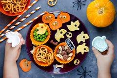 Asortyment tradycyjne przekąski dla Halloween Dziecko na kuchni Fotografia Stock