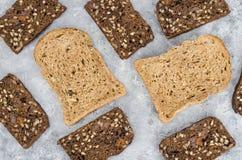 Asortyment ?yto chleb dla gotowa? zdrowe kanapki Odg?rnego widoku mieszkania nieatutowy t?o zdjęcia royalty free