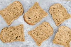 Asortyment ?yto chleb dla gotowa? zdrowe kanapki Odg?rnego widoku mieszkania nieatutowy t?o obrazy stock