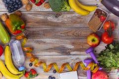 Asortyment zdrowi owoc i warzywo zdjęcia stock