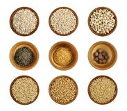 Asortyment zdrowotny składnik w drewnianym łęku obrazy stock