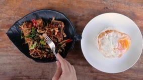 ?asowanie sma??ca ryba z lemongrass i chili Tradycyjny jedzenie Tajlandia Autentyczny Tajlandzki naczynie Odg?rny widok zbiory wideo