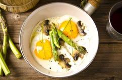 Asparagi with fried egg Royalty Free Stock Photo