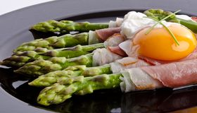 Asparagi with fried egg Royalty Free Stock Image