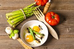 Asparagi with fried egg Royalty Free Stock Photo
