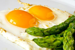 Asparagi with fried egg brown Royalty Free Stock Photography
