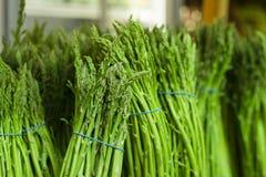 Asparago Asparago grezzo Asparago fresco Asparago verde Cibo sano Raccolto di caduta Immagini Stock