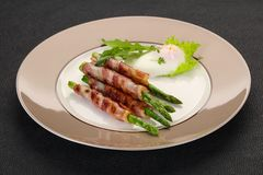 Asparago con bacon fotografia stock