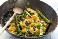 Asparago con le uova immagine stock