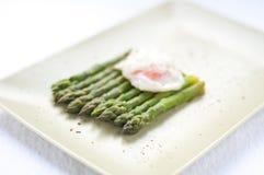 Asparago cucinato verde fresco del taglio Immagine Stock Libera da Diritti