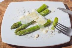 Asparago delizioso con formaggio fotografie stock