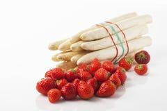 Asparago e fragole bianchi Immagine Stock