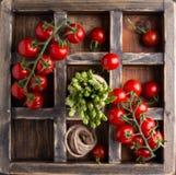 Asparago e pomodori sparati da sopra Fotografie Stock Libere da Diritti