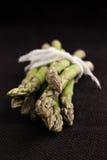 Asparago verde grezzo fotografia stock libera da diritti