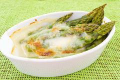 Asparagus baked with béchamel Royalty Free Stock Photos