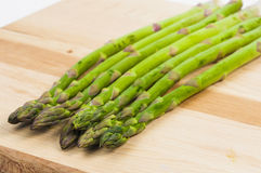 Asparagus on a chopping board Stock Photography
