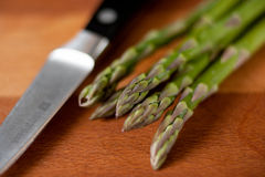 Asparagus on cutting board with knife Royalty Free Stock Images