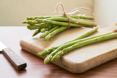 Asparagus on a cutting board Royalty Free Stock Photography