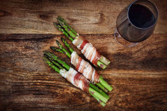Asparagus with a glass of wine Royalty Free Stock Images