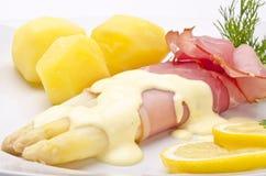 Asparagus, ham and sauce hollandaise Royalty Free Stock Photos
