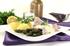 Asparagus with hollandaise sauce Royalty Free Stock Photos