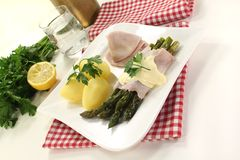 Asparagus with hollandaise sauce Stock Photos