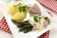 Asparagus with hollandaise sauce and ham Stock Photo