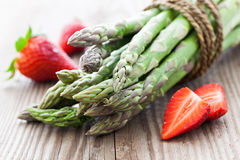 Asparagus i truskawki Obraz Stock