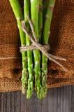 Asparagus na Burlap Obrazy Royalty Free