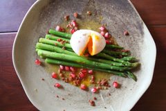 Asparagus With Poached Egg Royalty Free Stock Images
