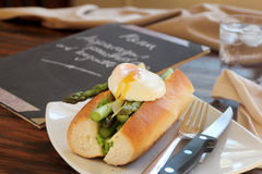 Asparagus And Poached Eggs Royalty Free Stock Photos