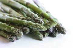 Asparagus przeciw białemu tłu Zdjęcia Royalty Free