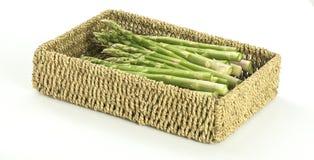 Asparagus w Tkanym koszu Zdjęcie Royalty Free
