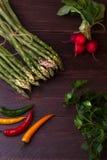 Aspargo verde com vegetais Fotos de Stock Royalty Free