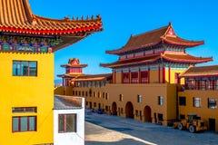 Aspect architectural du temple de Lingbao dans Hunchun, Chine, dans la province du nord de Jilin photographie stock libre de droits
