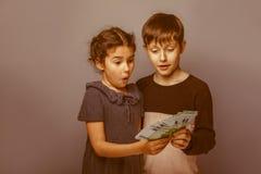 Aspect européen d'adolescent de garçon dix ans et Photo stock
