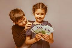 Aspecto europeo del adolescente del muchacho diez años y Fotos de archivo libres de regalías