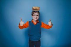 Aspecto europeo del adolescente del muchacho en pelo marrón Foto de archivo libre de regalías