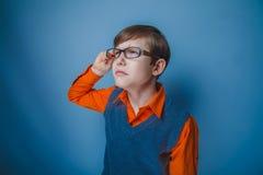 Aspecto europeo del adolescente del muchacho en pelo marrón Fotografía de archivo