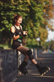 Aspecto que se divierte de la chica joven hermosa Foto de archivo libre de regalías