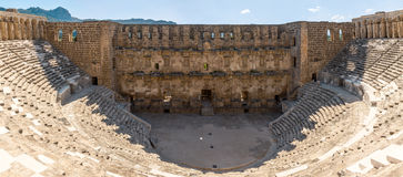 Aspendos圆形露天剧场,安塔利亚省,土耳其全景  免版税库存照片